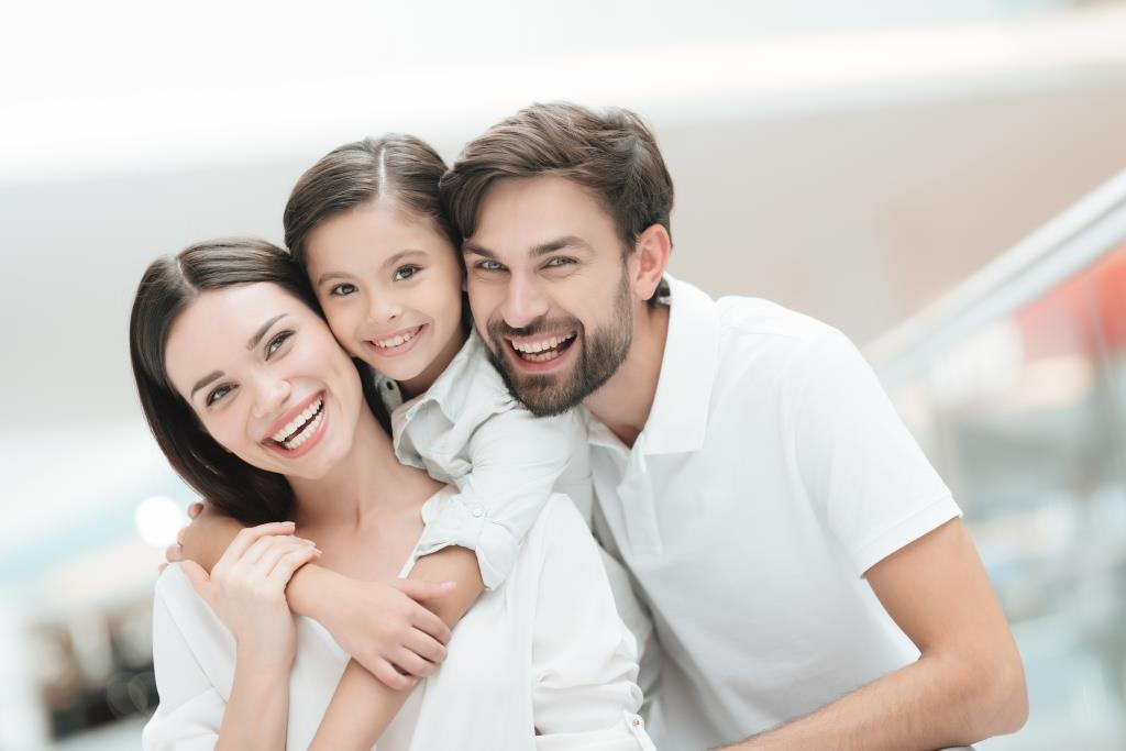 Melrose family dentistry | Happy family smiling.