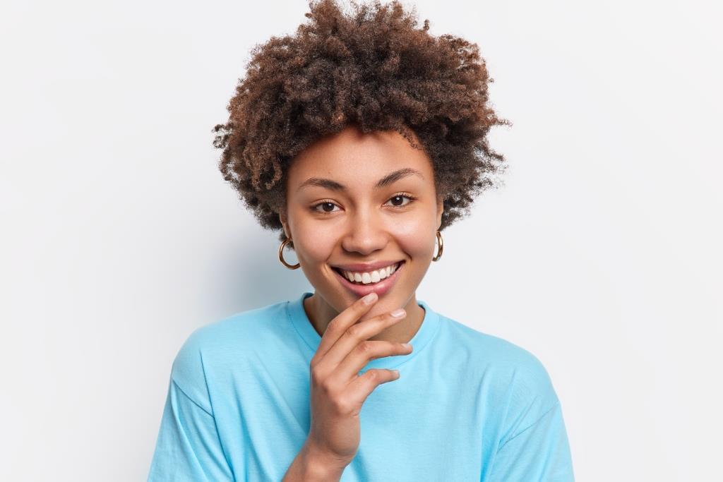 cosmetic dentistry veneers | Woman with beautiful smile.
