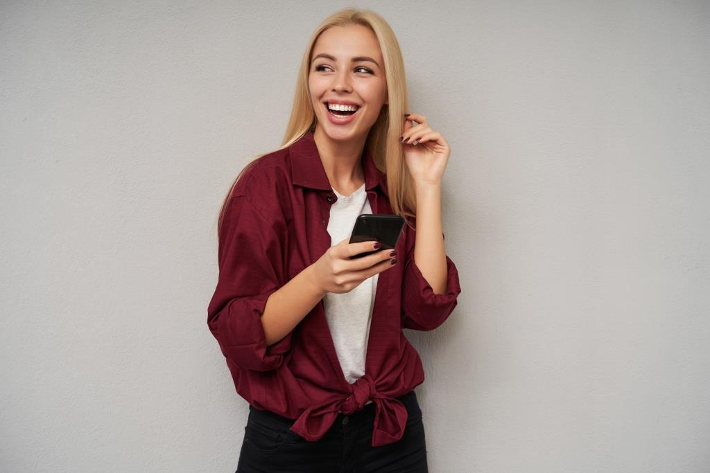 teeth whitening Melrose MA | Happy woman with nice smile.